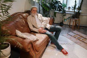Comment nettoyer un canapé club en cuir vieilli?